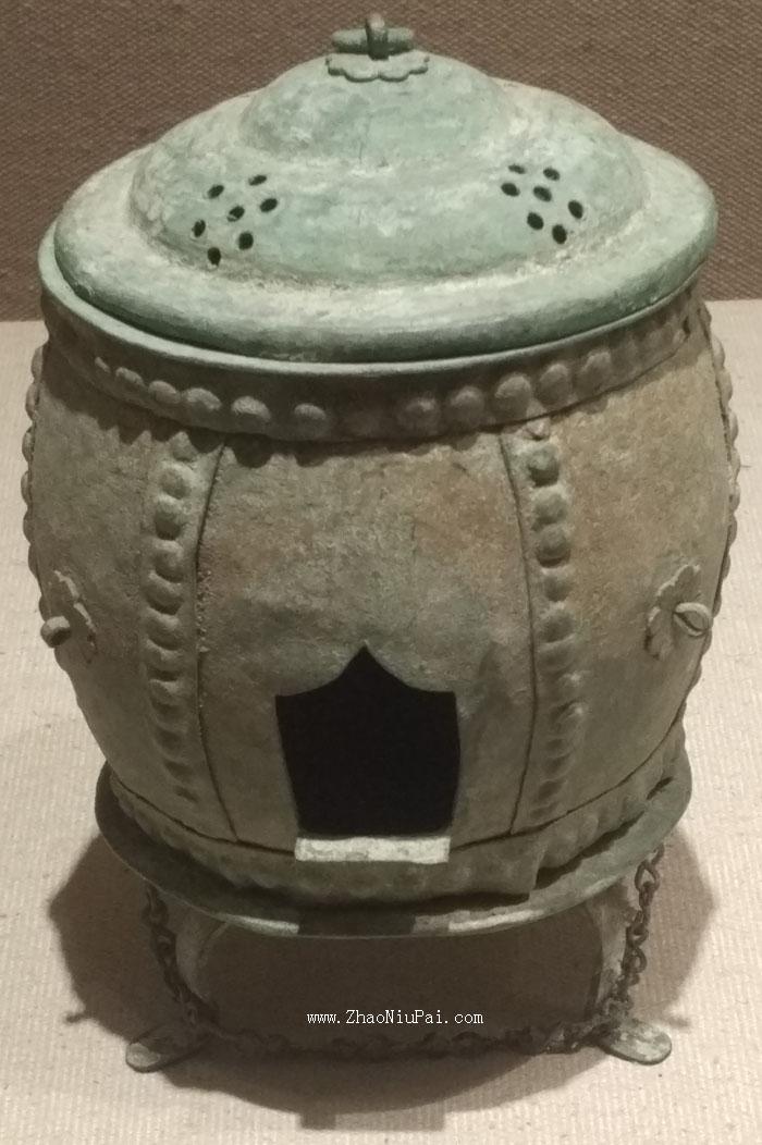 上蔡县金井吴村顺阳王墓出土的带链铜炉